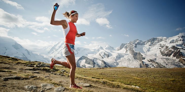 Emelie Forsberg delights in the descent. © matternorn.ultraks.com/Jordi Saragossa